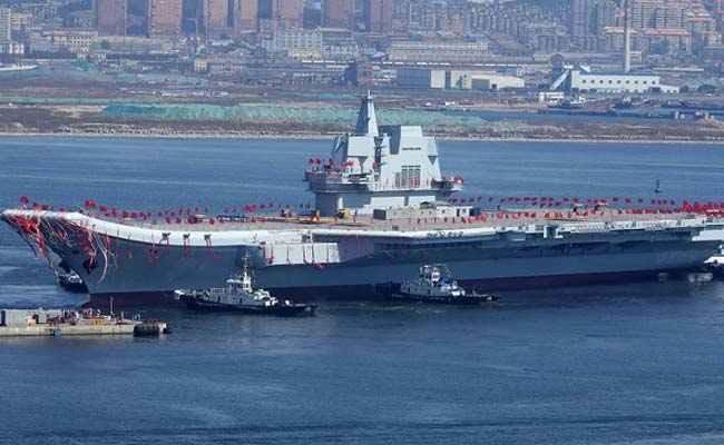 چین نخستین ناو هواپیمابر خود را آزمایش می نماید