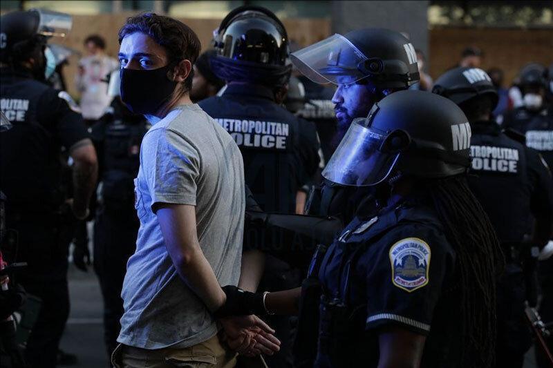 استفاده از بالگرد امدادی علیه معترضان در آمریکا، عکس
