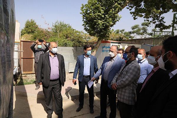 بازدید عضو مجلس شهری از پروژه احداث باغ راه حضرت فاطمه زهرا(س)