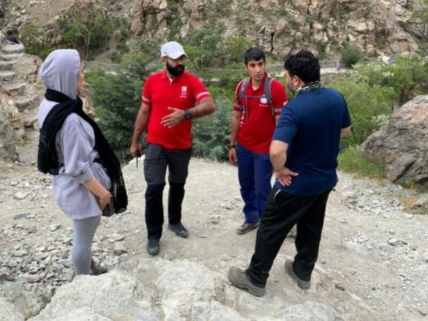 خبرنگاران نجاتگران هلال احمر خانم گمشده در ارتفاعات دارآباد را نجات دادند